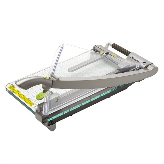 "Swingline® Infinity™ ClassicCut® CL420 Acrylic Guillotine Trimmer, 18"" Cut Length, 25 Sheet Capacity, Clear"